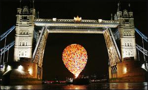 500 Balloons under Tower Bridge