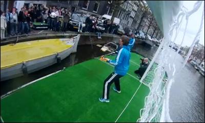 Van der Sar is back