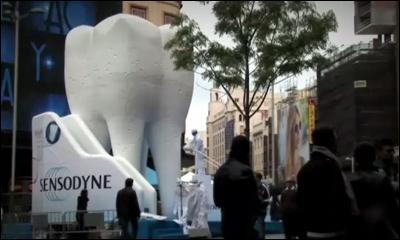 Sensodyne. El diente más grande del mundo