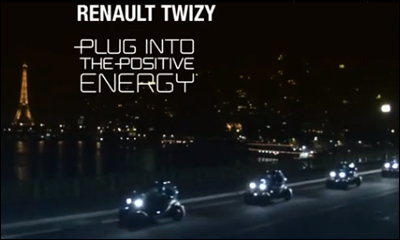 Twizy joue un Tour à Eiffel