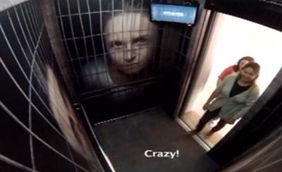 捕らえられた動物と同じ気持ちを体験させて、違法取引に対する啓蒙をするエレベーター