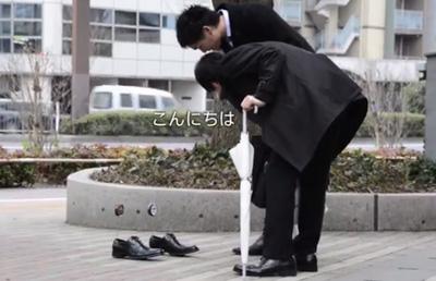 KIWI しゃべる靴、街に出現!【就活生・社会人応援篇】