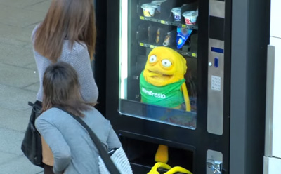 Hambrosio se cuela en una máquina de vending