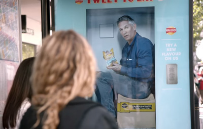 Walkers Crisps put Gary Lineker inside a Twitter Vending Machine