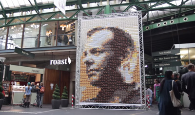 Artist creates giant portrait of Jack Bauer using London postcards