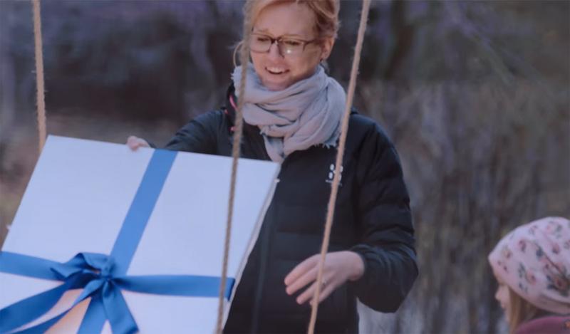空から届く、サンタの贈り物 - Santa´s Gift Drop