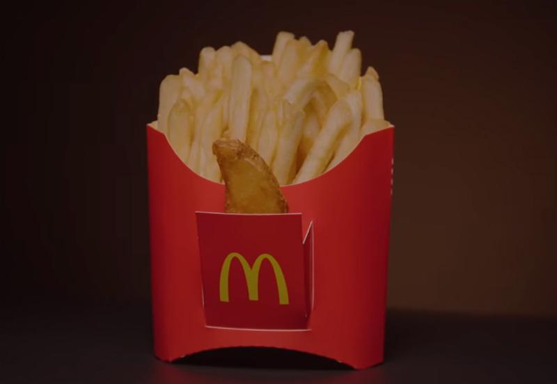 フライドポテトのケースに、ポテトを入れるポケットが!マクドナルドによる「Ñapapitas #FriesDay」