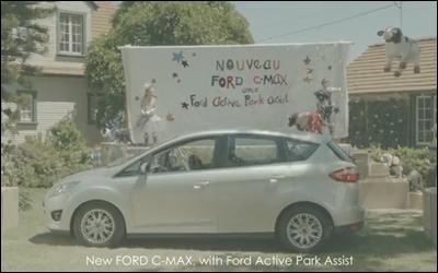 Ford Active Park Assist - Un chien conduit une voiture