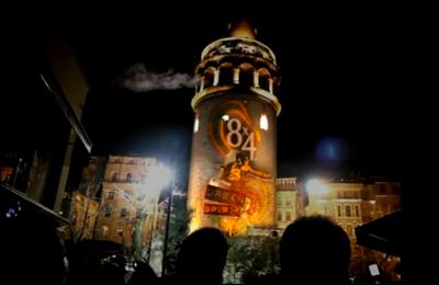 Galata Kulesi'nden İstanbul'a deodorant püskürtüldü!