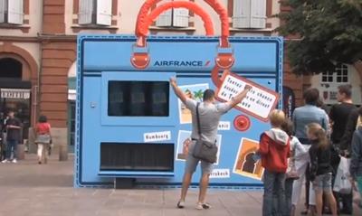 Street marketing spectaculaire: le bagage mystère d'Air France...