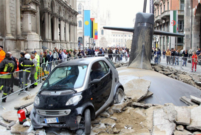 Il sottomarino #L1F3 è emerso in centro a Milano
