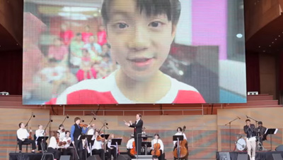 Diggy Simmons and Joshua Bell perform with 10 year old girl #forRMHC