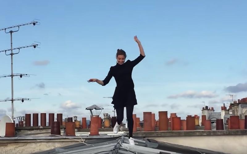 Voltige sur les toits de Paris