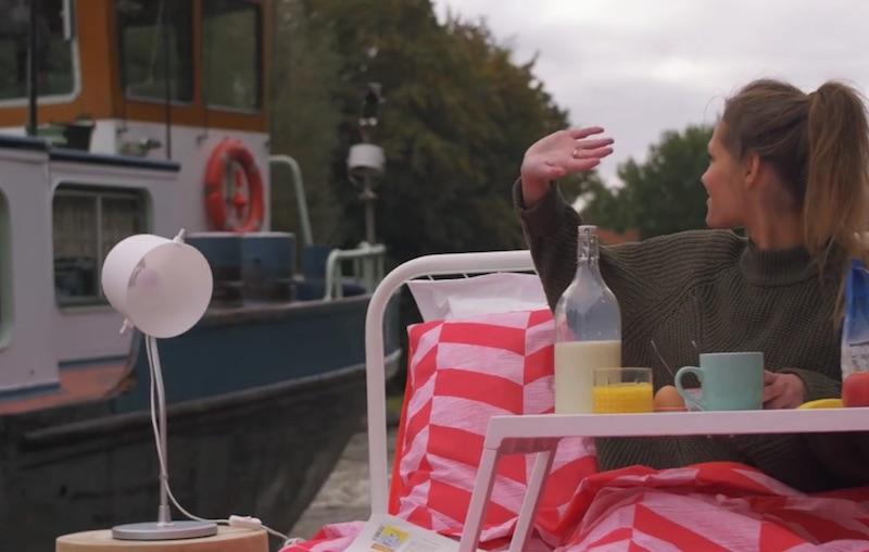 Breakfast-in-bed-boat.