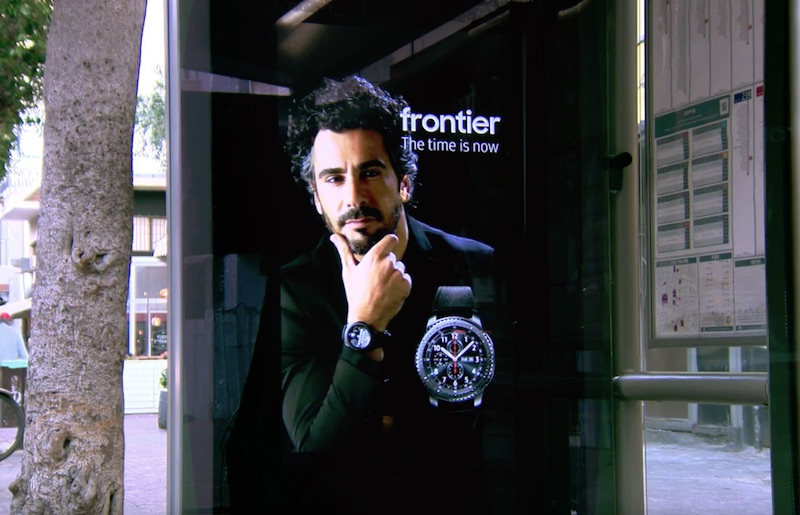 The new Samsung Gear S3 bus signpost comes to life